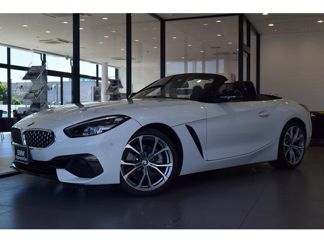 BMW Z4 sDrive20i LEDヘッドライト ブラックレザーシート シートヒーター HDDナビゲーション19インチアルミホイール リヤビューカメラ アクティブクルーズコントロールフロント リヤPDC アンビエントライト