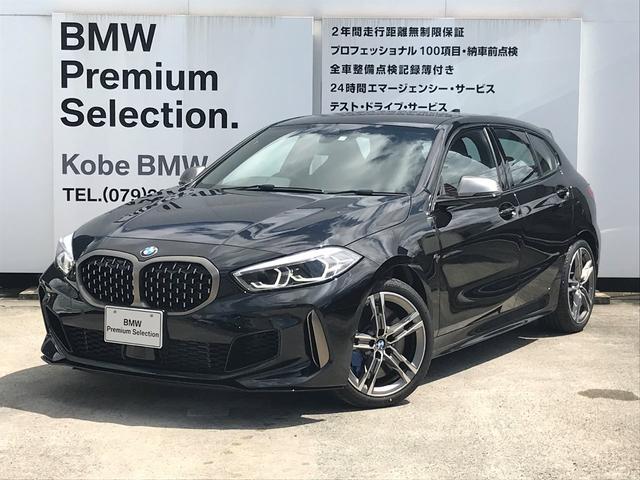 1シリーズ(BMW) M135i xDrive デビューパッケージ LEDヘッドライト HDD「ナビゲーション リヤビューカメラ フロントリヤPDC Bluetoothオーディオ アルカンタラクロス ストレージパッケージ コンフォートアクセス 中古車画像
