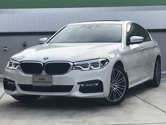 BMW 530e Mスポーツアイパフォーマンス セレクトPKG 黒革 ガラスサンルーフ ステアリングサポート 軽減ブレーキ車線逸脱防止 M19AW 純正HDDナビ トップビューカメラ 電動リアゲート LEDヘッドライト ミラーETC