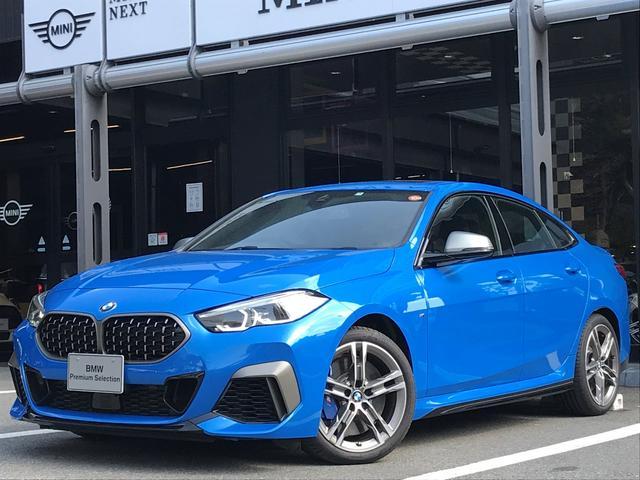 BMW M235i xDriveグランクーペ 弊社デモカー アクティブクルーズコントロール 軽減ブレーキ車線逸脱防止 ガラスサンルーフ 純正HDDナビ トップビューカメラ LEDヘッドライト アルカンターラクロスシート ミラーETC