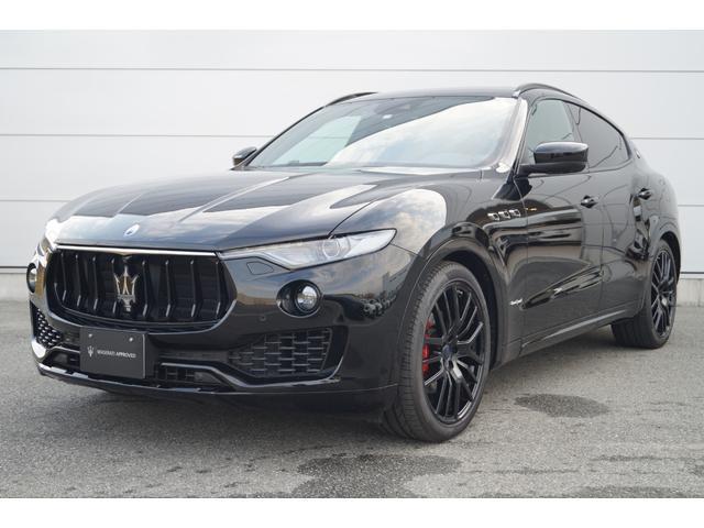 マセラティ  4WD Nerissimoパックカーボン内装SR21AW黒革