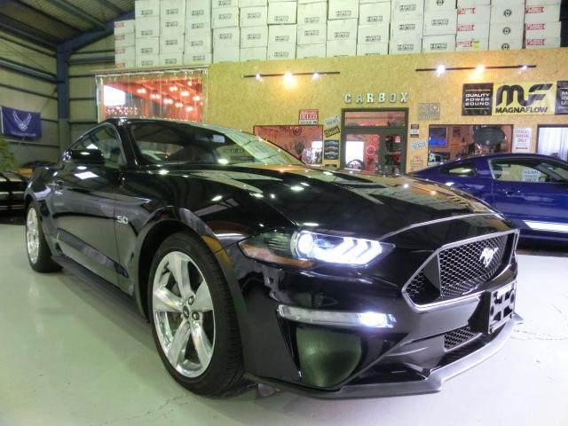 マスタング(フォード)GT カーボンパッケージ 可変バルブパッケージ レザーインテリア シートヒーター 電動シート キセノンヘッドライト 障害物センサー スマートキー 新車並行未登録 中古車画像
