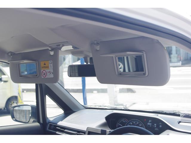 運転席と助手席にはミラー付きサンバイザーを装備♪