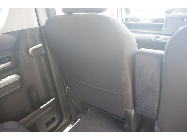 助手席後ろにはシートバックポケット、書類を賢く収納できます☆