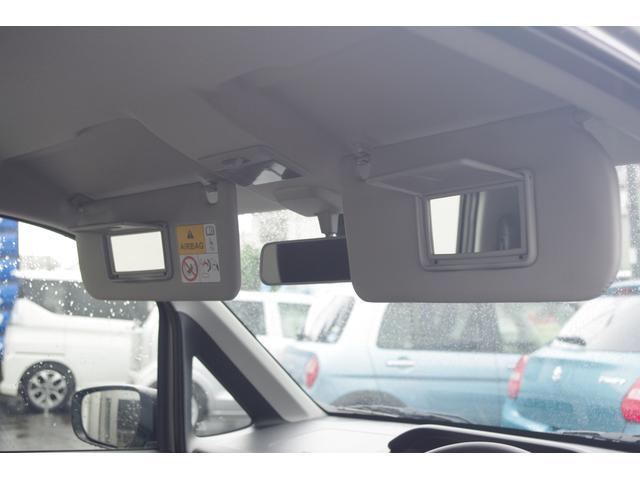 運転席と助手席にはミラー付きサンバイザーがついてます♪