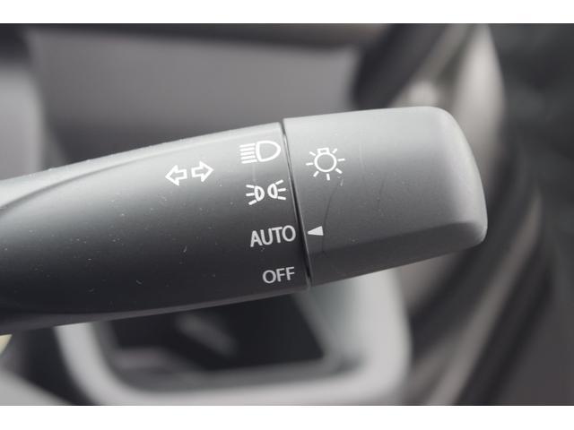 暗くなると自動でライトを点灯してくれるオートライトシステム☆