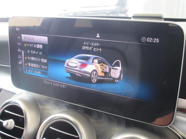ドアを開けるとステアリングとシートが自動で移動し、運転席に楽に乗り込めます!