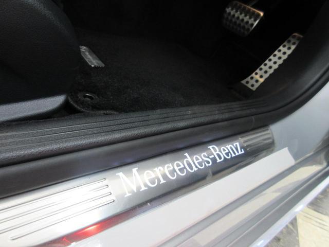 メルセデスに乗車する喜びを再確認させてくれるイルミネーションステップ!
