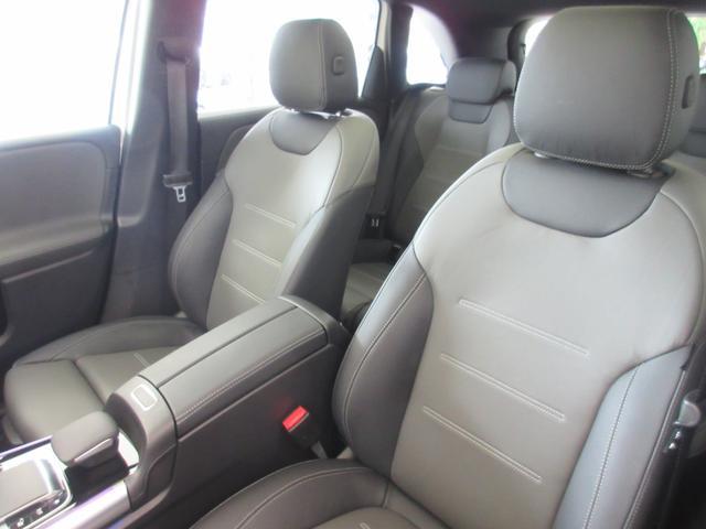 B200d AMGレザーエクスクルーシブパッケージ 赤/黒本革シート 本革ステアリング パノラミックスライディングルーフ カーボン調インテリア 10スピーカー ヘッドアップディスプレイ 64色アンビエントライト レーダーセーフティパッケージ(13枚目)