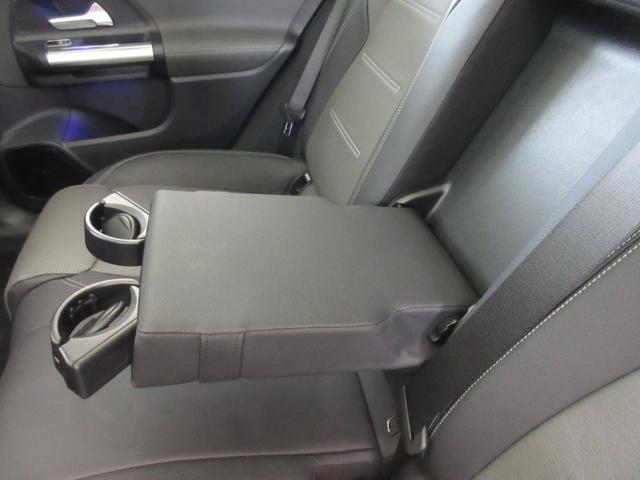 B200d AMGレザーエクスクルーシブパッケージ 赤/黒本革シート 本革ステアリング パノラミックスライディングルーフ カーボン調インテリア 10スピーカー ヘッドアップディスプレイ 64色アンビエントライト レーダーセーフティパッケージ(25枚目)