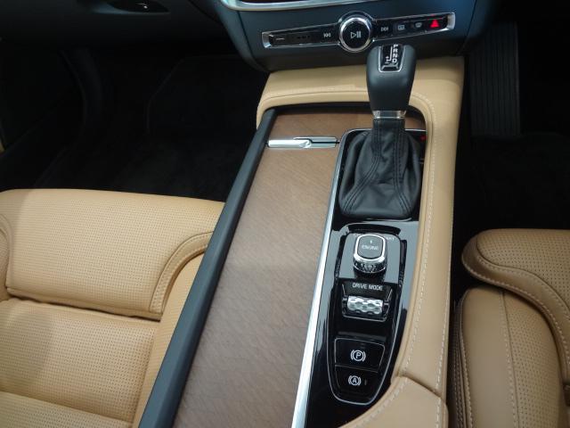 ボルボ ボルボ V90 T6 AWD インスクリプション SR B&W シートAC