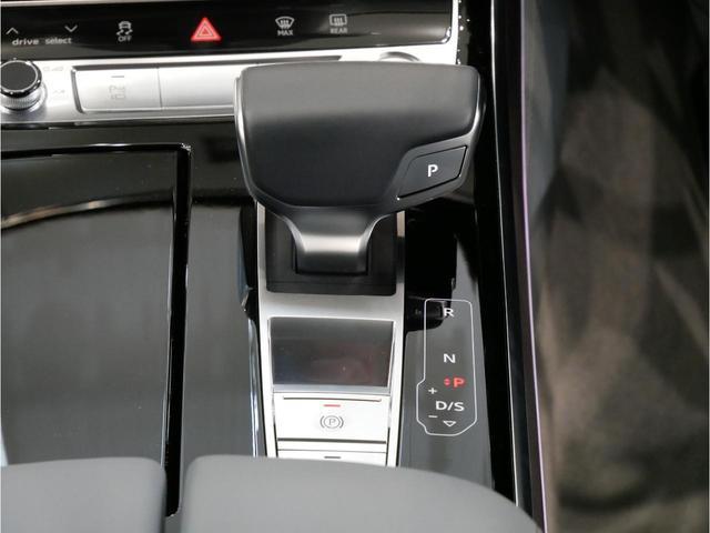 「アウディ」「A8」「セダン」「広島県」の中古車30