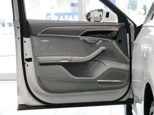 「アウディ」「A8」「セダン」「広島県」の中古車60