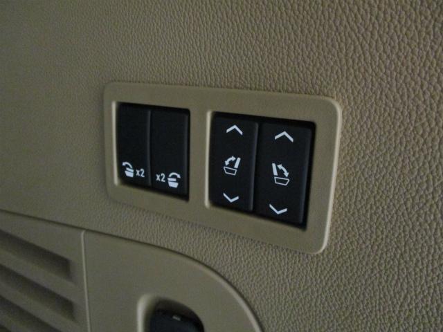 2列目、3列目シートのフォールディングはトランクにあるボタンで簡単操作