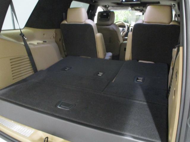 サードシートを畳んだ状態のトランクスペース
