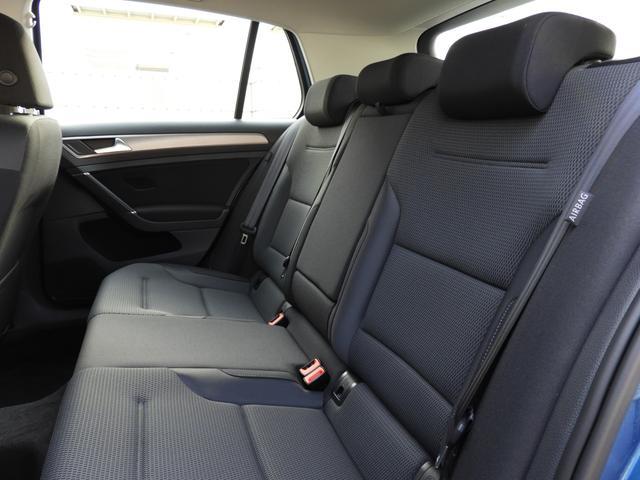 ■リアシート 後部座席には全席3点固定式のシートベルトを完備。さらにはカーテンエアバッグを標準装備し、大切な家族の安全を守ります。