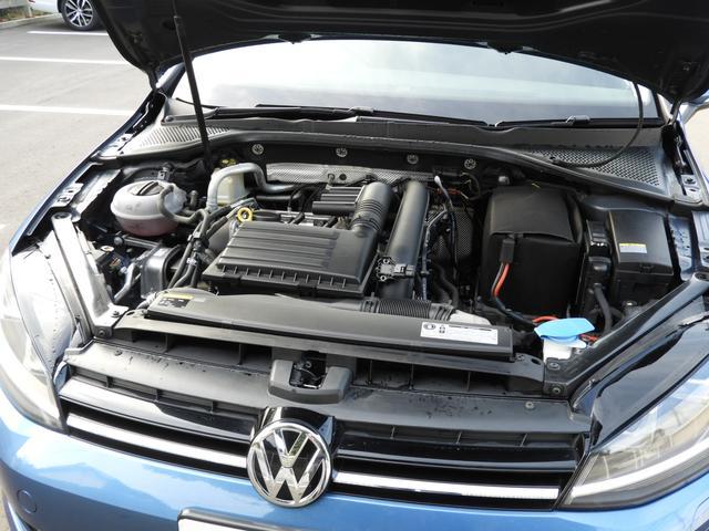 ■TSIエンジン フォルクスワーゲンが世界に誇る自慢の直噴技術。ダウンサイジングされたフォルクスワーゲンのエンジンは低回転から最大トルクを発生させる直噴エンジン。低燃費とハイパワーを両立させました。