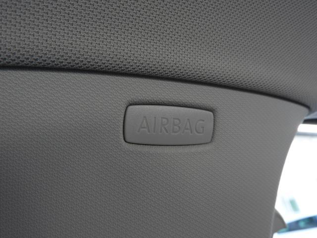 ■カーテンエアバッグ 車両側面に衝撃が加わった際に、音響センサーによって瞬時に展開、主に乗員の頭部を保護します。 ※検証実験によると、カーテンエアバックあり・なしの頭部への衝撃は約10倍以上の差。