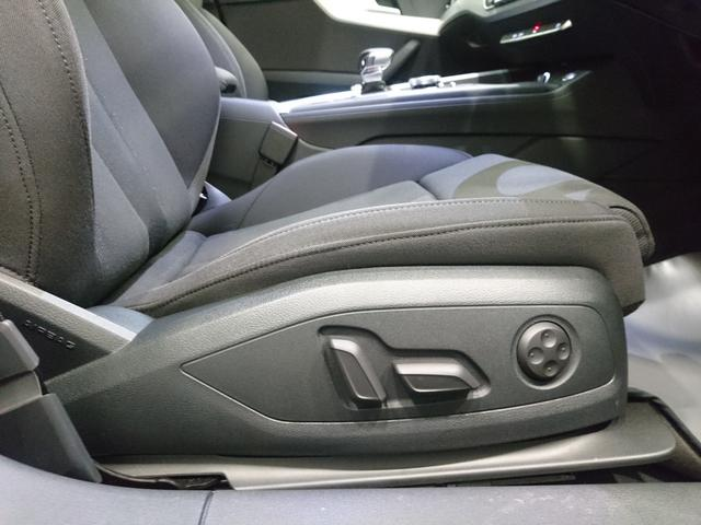 電動シート ランバーサポート機能付きのパワーシートを装備。ドライブシーンに合わせて適正なシートポジションを即座に設定可能です。