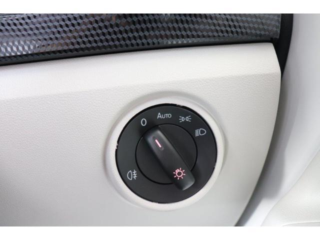 ライトはオートライト機能がついており、夜間のヘッドライトのつけ忘れなどもなくなります。