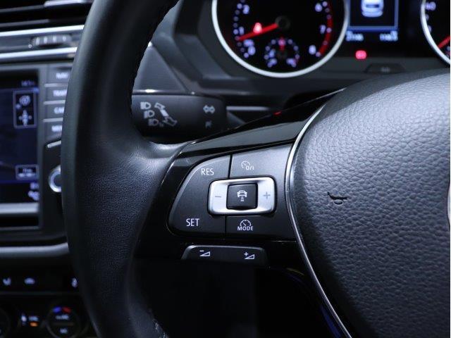 アダプティブクルーズコントロール(全車速追従機能付)は30-160km/hまで設定可能でクルーズコントロールにレーダーセンサーを組み合わせたシステムとなります。長距離走行時などでの疲労を低減させます