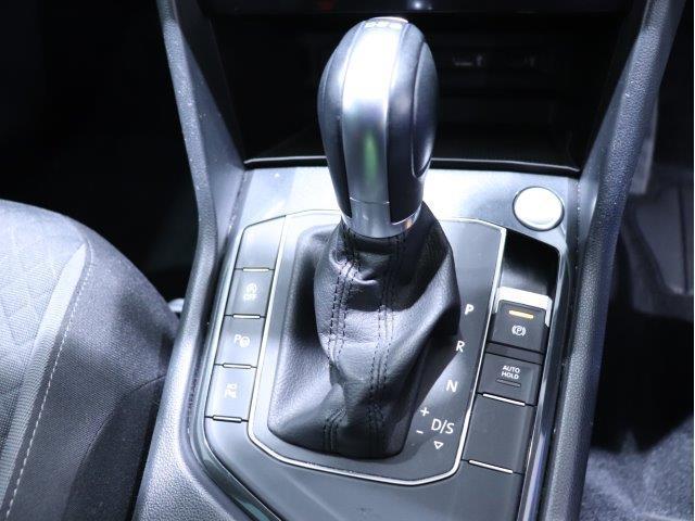 「6速DSGトランスミッション」は2つのクラッチを持ち、0.03〜0.04秒というレーシングドライバー並みのシフトチェンジを行い、切れ目のない滑らかな加速と高い伝達力により燃費向上にも貢献します!