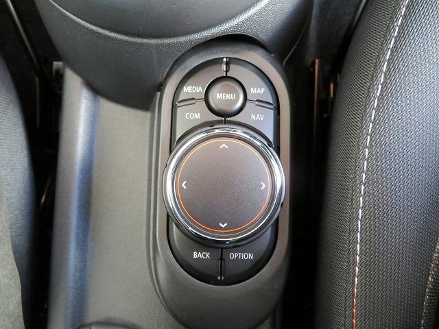 ヴィクトリア LEDヘッドライト 15AW マルチファンクション 純正ナビ iDriveナビ リアビューカメラ 認定中古車(11枚目)