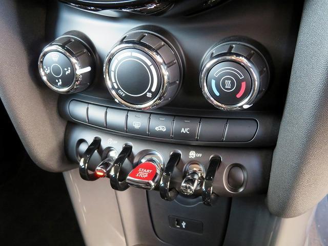 ヴィクトリア LEDヘッドライト 15AW マルチファンクション 純正ナビ iDriveナビ リアビューカメラ 認定中古車(12枚目)