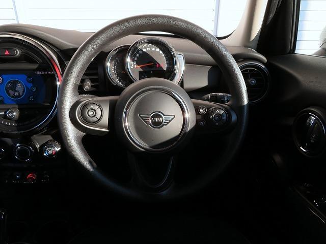 ヴィクトリア LEDヘッドライト 15AW 純正ナビ iDriveナビ 社外ETC 認定中古車(4枚目)