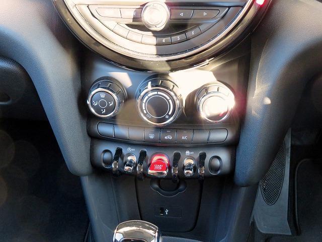 ヴィクトリア LEDヘッドライト 15AW 純正ナビ iDriveナビ 社外ETC 認定中古車(17枚目)