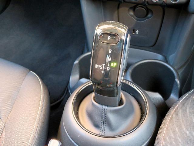 ヴィクトリア LEDヘッドライト 15AW 純正ナビ iDriveナビ 社外ETC 認定中古車(18枚目)
