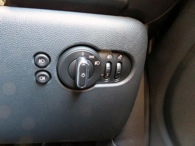 ヴィクトリア LEDヘッドライト 15AW 純正ナビ iDriveナビ 社外ETC 認定中古車(26枚目)