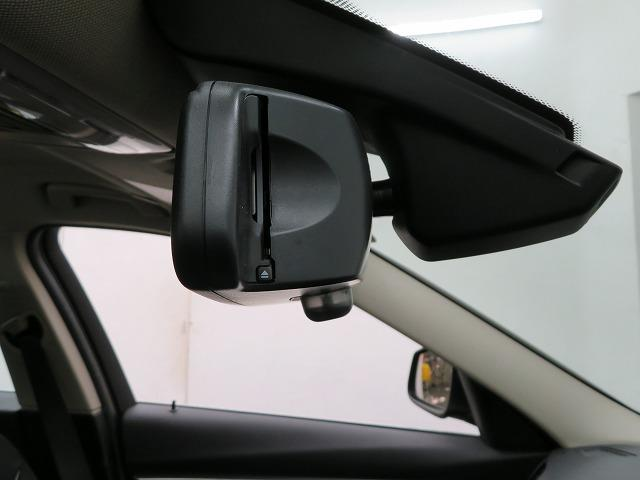 318i ラグジュアリー LEDライト 17AW リアPDC コンフォートアクセス レザーシート iDriveナビ リアビューカメラ 純正ETC レーンチェンジ&ディパーチャーウォーニング クルーズコントロール 認定中古車(17枚目)