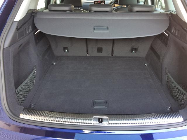 奥行きがあり十分な容量のトランクスペースは、後席を倒してトランクスルーも可能ですので、長尺物の収納も楽に行えます。