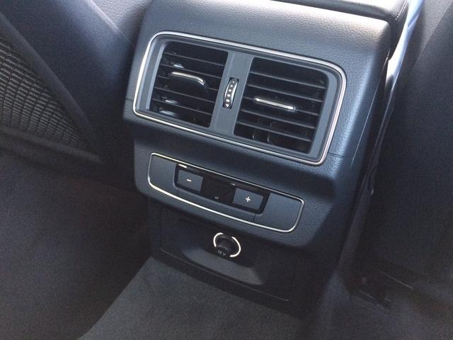 リヤシートにもエアコン完備。