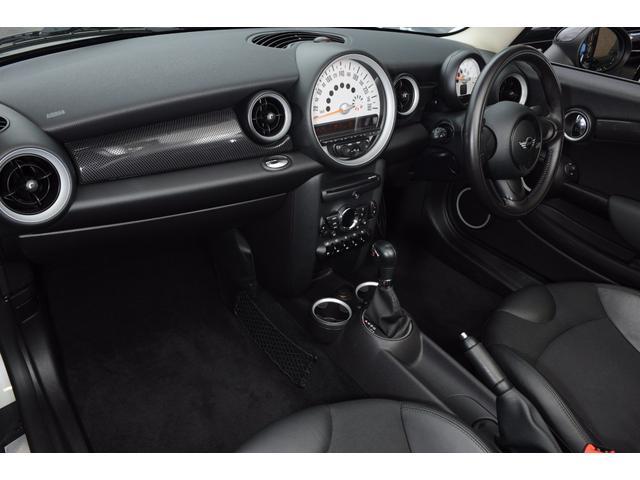フロントシートは、前後はもちろん上下にも可動致します。ご自身にあったポジションで快適なドライブをお楽しみ下さい!