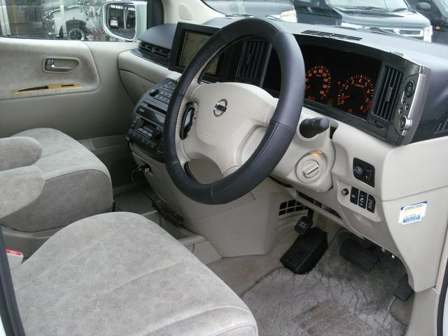日産 エルグランド X 4WD