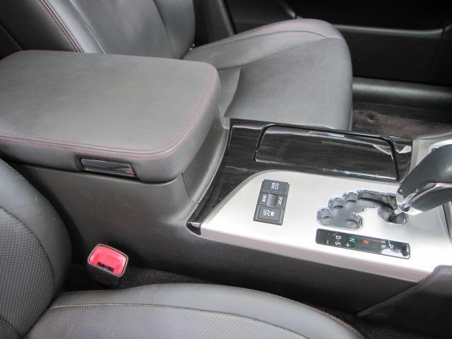 特別限定モデル ウッドパネル、本革車検証入れ