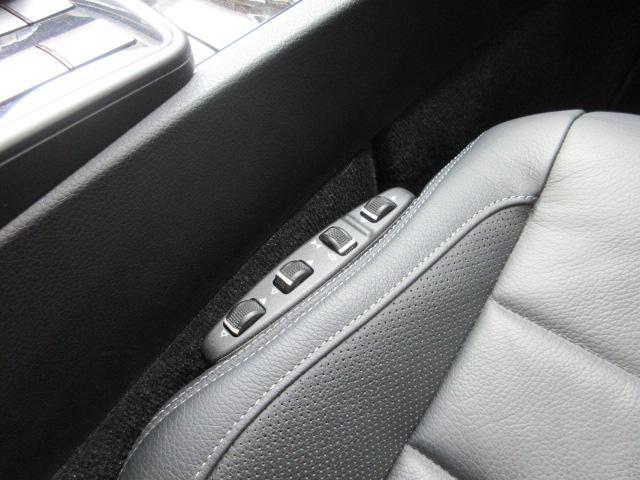 運転席、助手席マルチコントロールシートバック