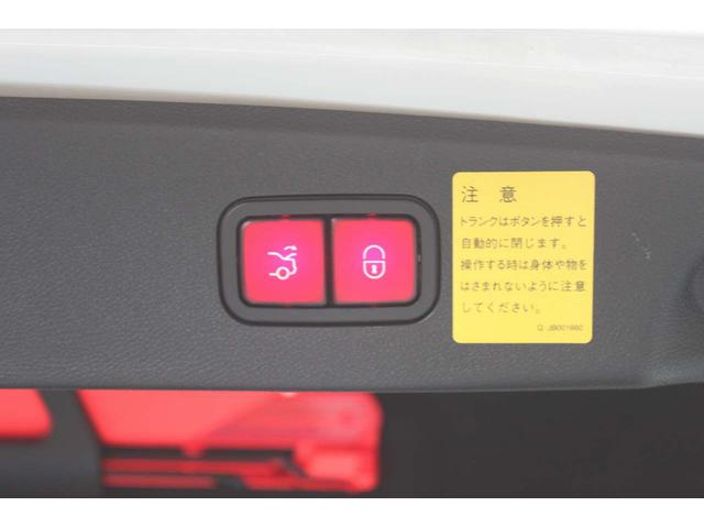 ★パワートランクのボタンが付いておりワンタッチでトランクの開閉が可能です♪