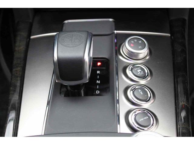 ★ESPモード&サスペンションモード&ドライビングモード切替スイッチをセンターコンソールに集配置したAMGドライブユニットシステムを装備してます♪