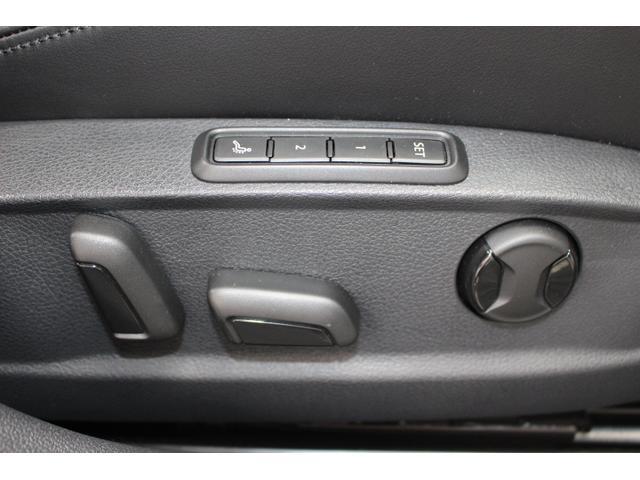 運転席にはメモリー機能付のパワーシートが装備されています。