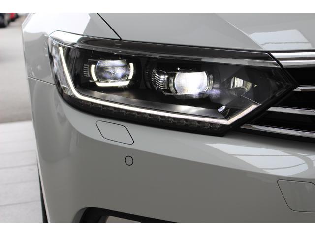 LEDヘッドライトは明るく遠くまで照らしてくれ視認性にも優れています。