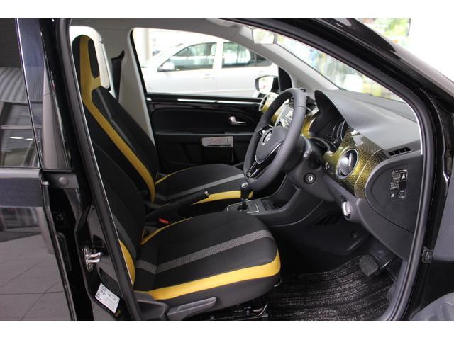 イエローラインで、広々使える運転席です。