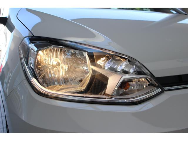 ヘッドライトは車体の傾きに合わせて上下の光軸を調整できるハイトコントロール機能付きです。
