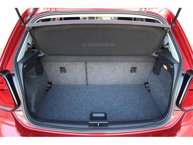 荷室の容量は280リッター。後席を倒すと952リッターまで拡大されます。
