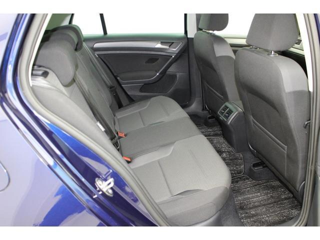 リヤシートの足元スペースもしっかりと確保されています。