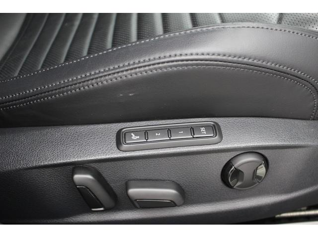シートポジションの調整は電動でメモリー機能も備わっています。