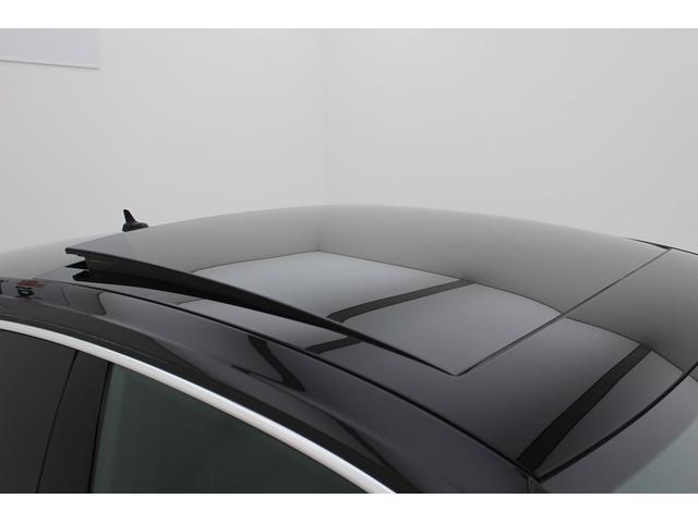 オプションのスライディングルーフが装備されています。オープンエアーを感じながらドライブがお楽しみ下さい。