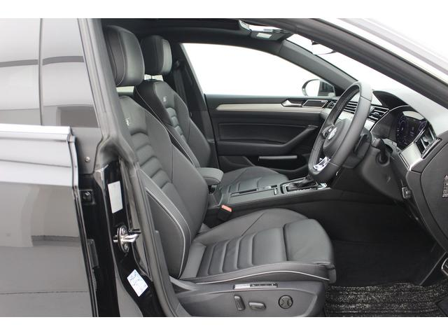 レザーシート標準装備で、シートヒーターも付いています。